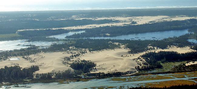 1 650px-Oregon_Dunes_Near_Coos_Bay
